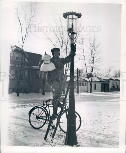 1947 Chicago, Illinois Lamplighter Press Photo - Historic Images