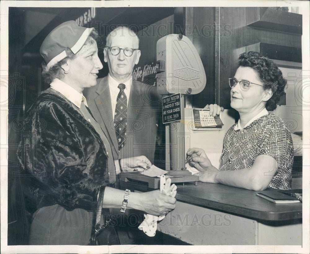 1957 Chicago, IL Carson Pirie Scott Check & Customer Security Camera Press Photo - Historic Images