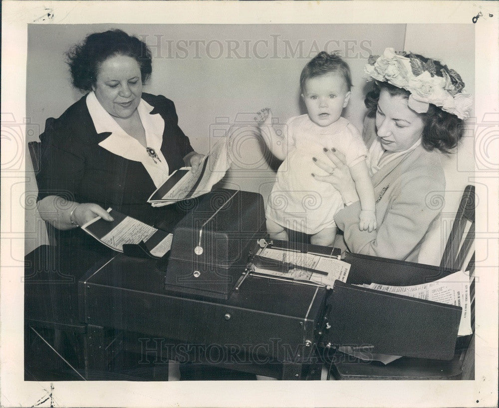 1948 Chicago, Illinois Check Signer Machine at Board of Health Press Photo - Historic Images