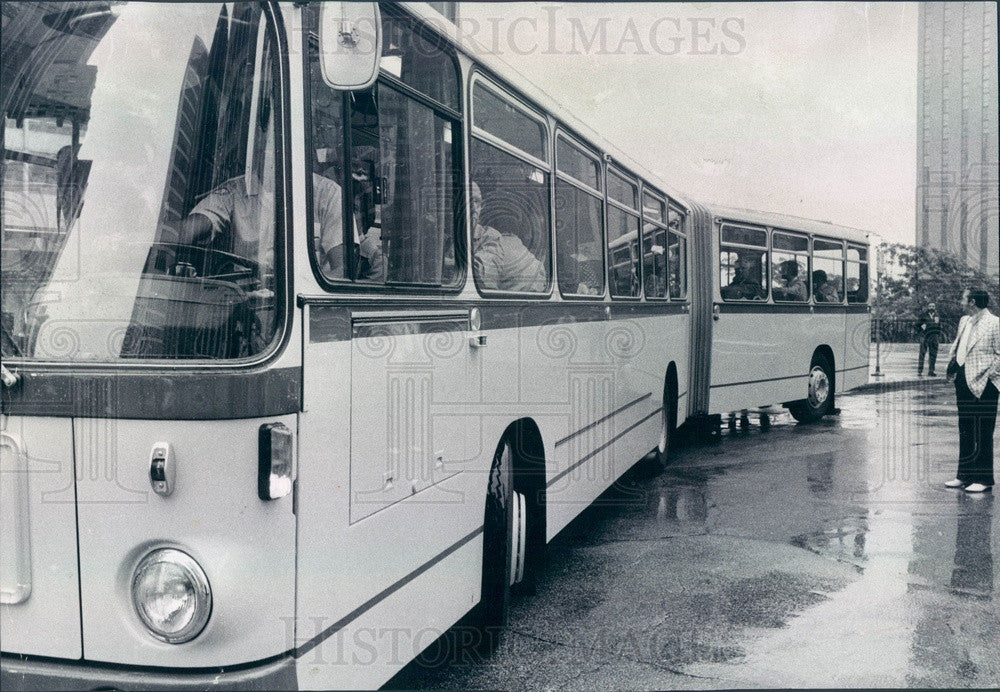 1974 Chicago, Illinois CTA Articulated Bus, Bends in the Middle Press Photo - Historic Images