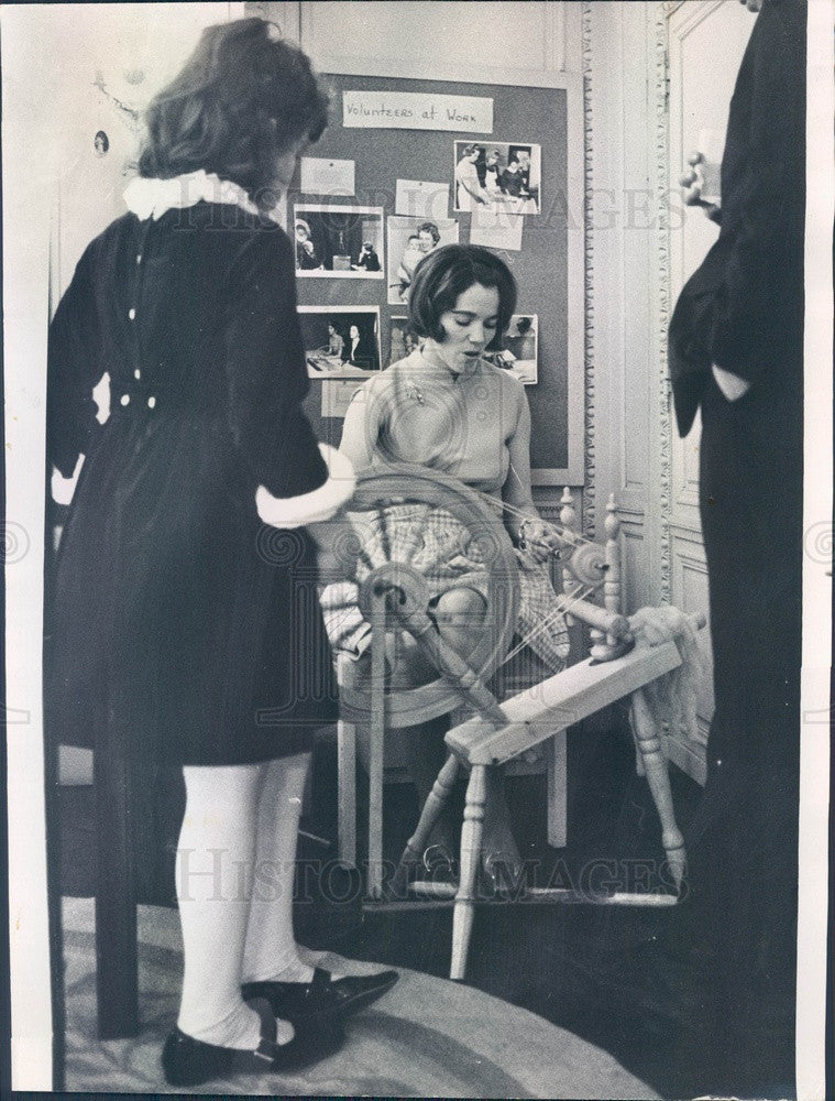 1969 Chicago, Illinois Spinning Wheel Used by Mrs. John McDermott Press Photo - Historic Images