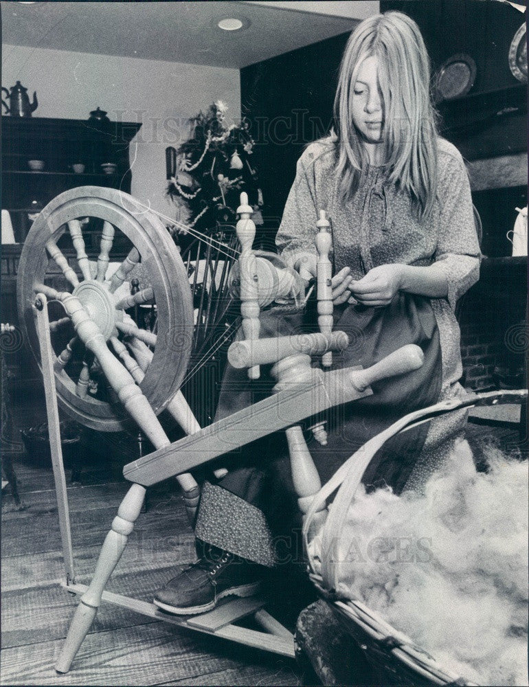 1975 Chicago, Illinois Historical Society Antique Spinning Wheel Press Photo - Historic Images