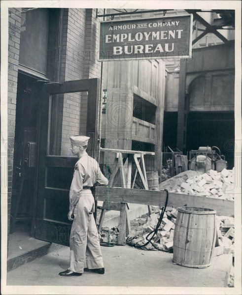 1944 Chicago IL Armour and Co Employment Office, Pvt Clarence Hooper Press Photo - Historic Images