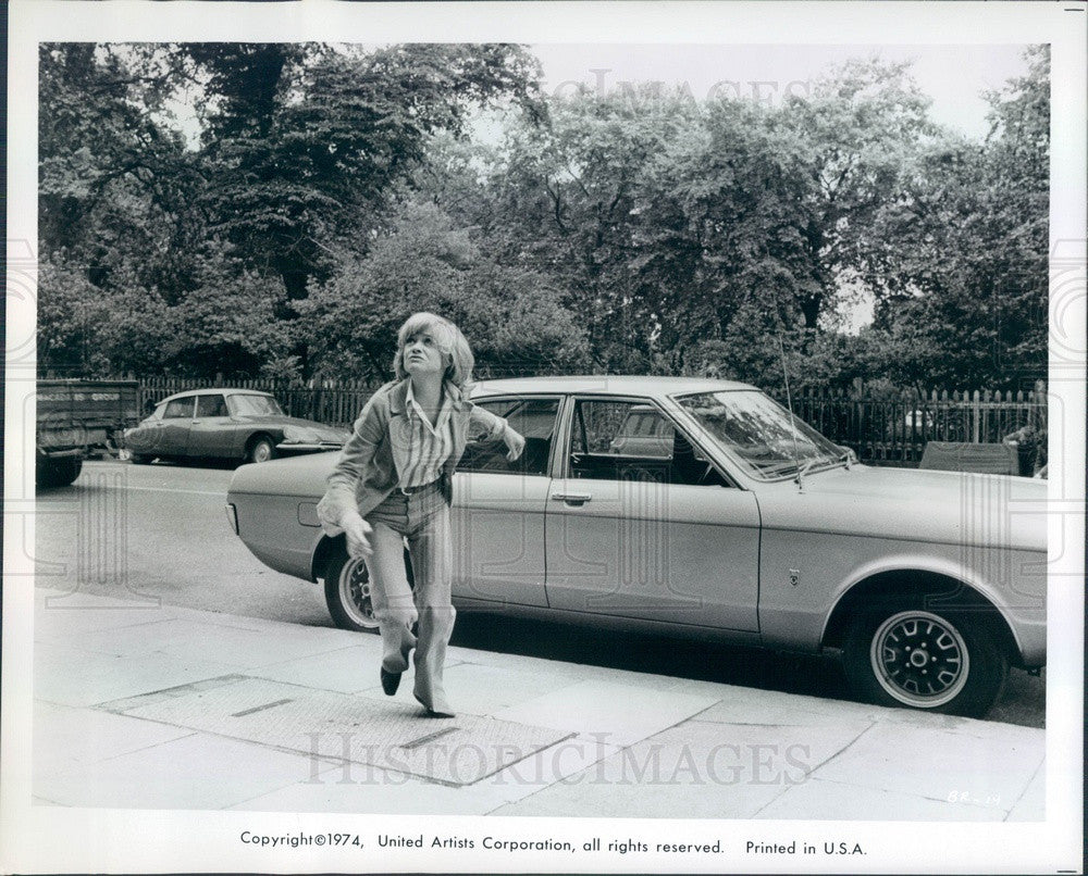 1974 Hollywood Actor Judy Geeson in Brannigan Press Photo - Historic Images