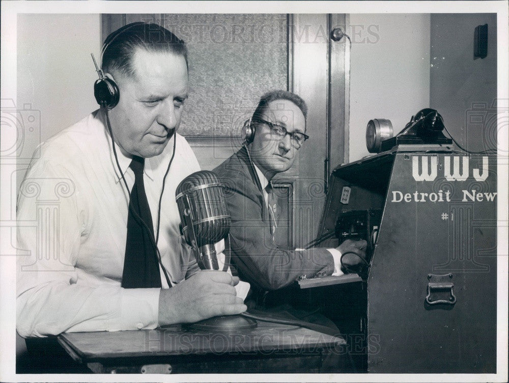 1957 Michigan, Detroit News WWJ Traffic Reporters, Harry Lewis Press Photo - Historic Images