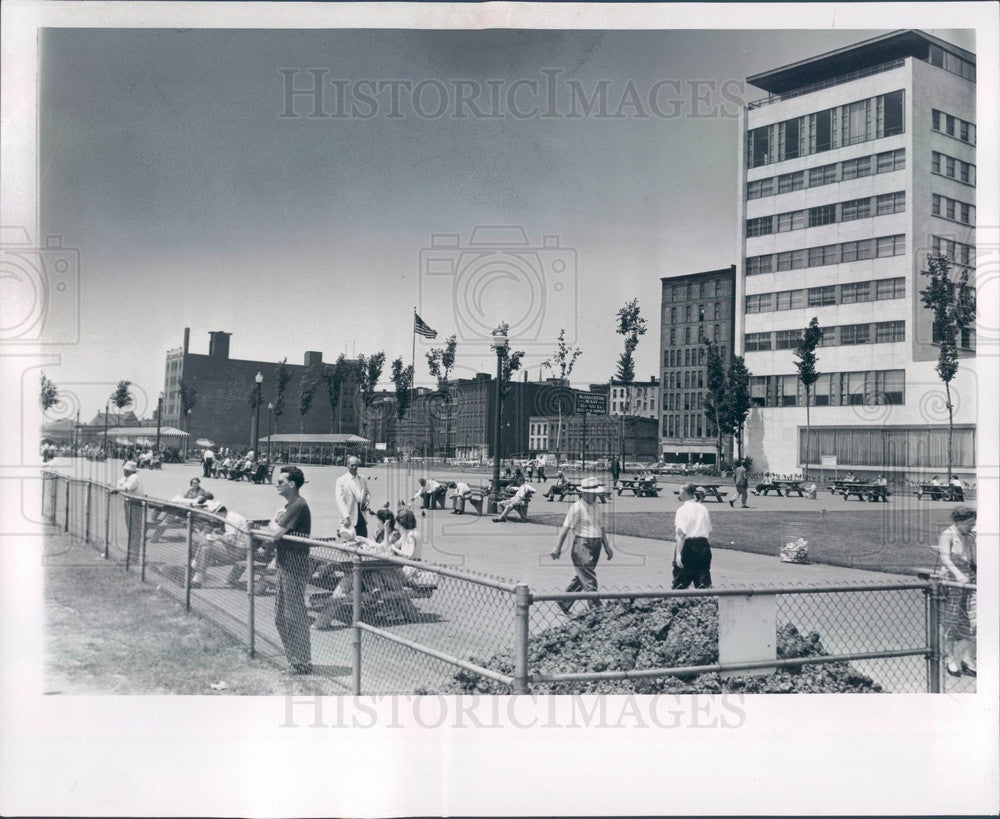 1953 Detroit, Michigan Civic Center Park Press Photo - Historic Images
