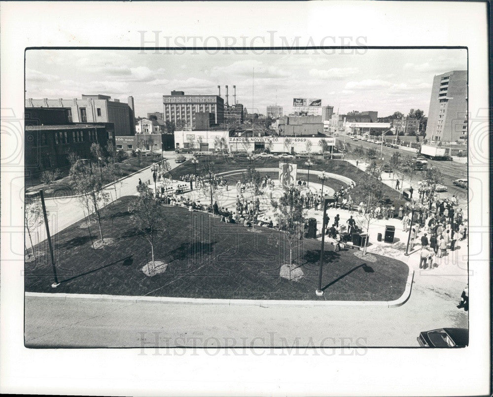 1983 Detroit, Michigan Orchestra Place Park Press Photo - Historic Images