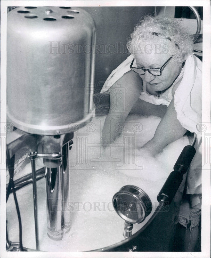 1956 Whirlpool Bath For Treating Arthritis Press Photo - Historic Images