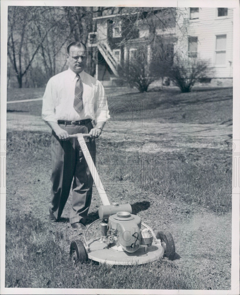 1948 Detroit, Michigan Inventor Dr. Lawrence Holloway & Lawnmower Press Photo - Historic Images