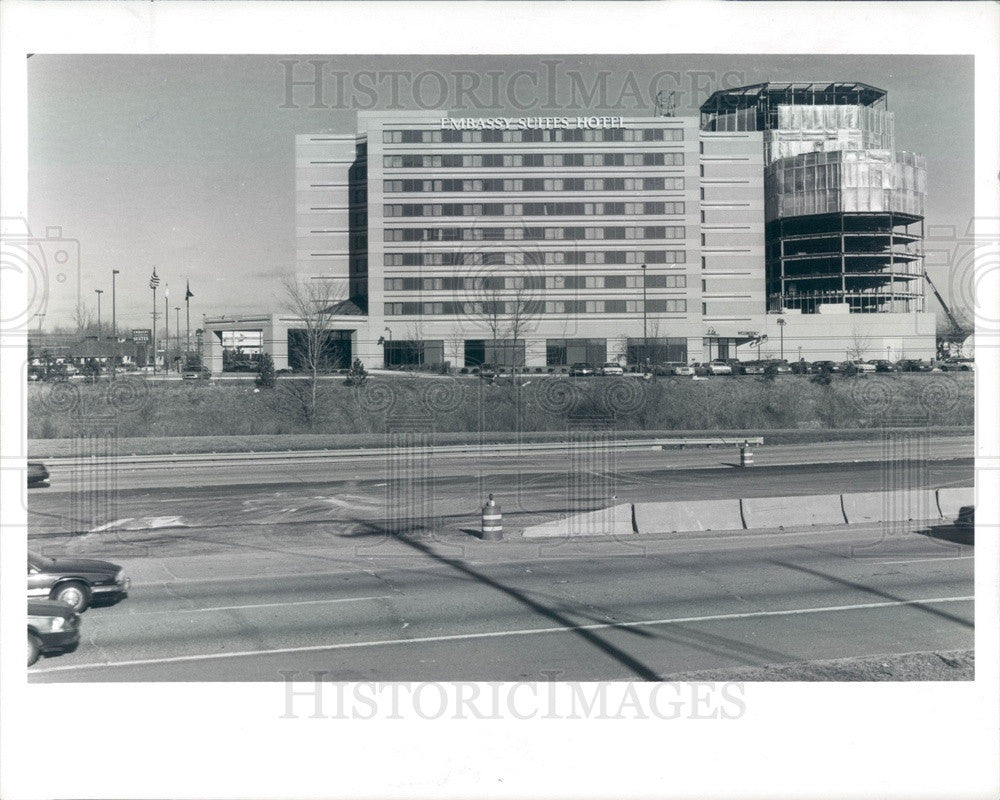 1989 Southfield, Michigan Embassy Suites Hotel Press Photo - Historic Images