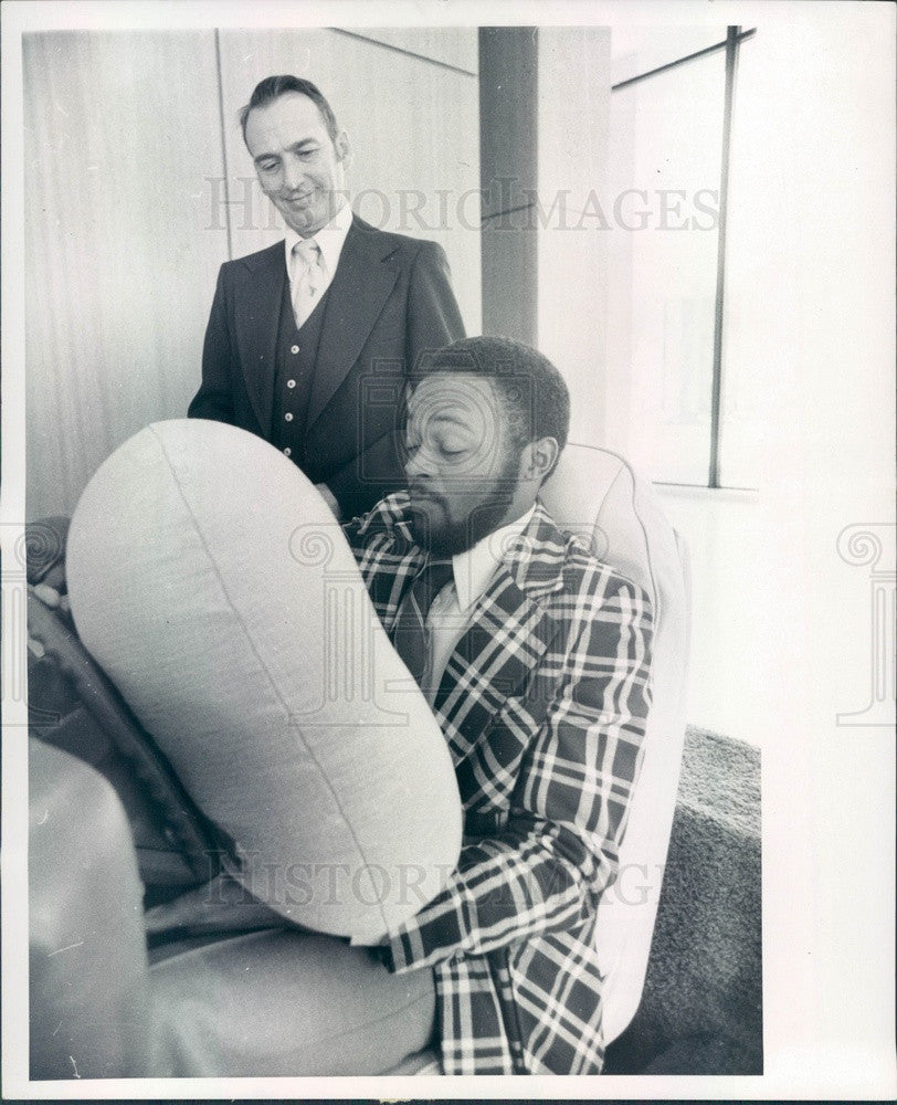 1977 Detroit, Michigan Auto Air Bag Demonstration with James Kenyon Press Photo - Historic Images