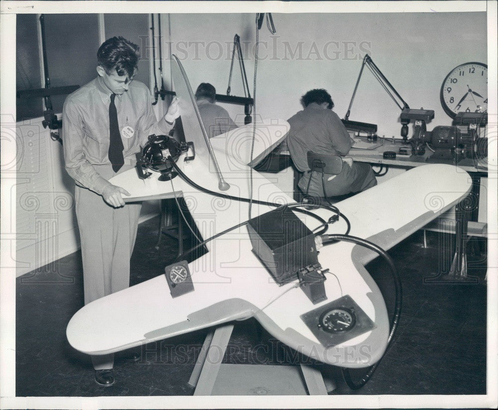 1943 Bendix Aviation Gyro Flux Gate Compass Demonstration Press Photo - Historic Images