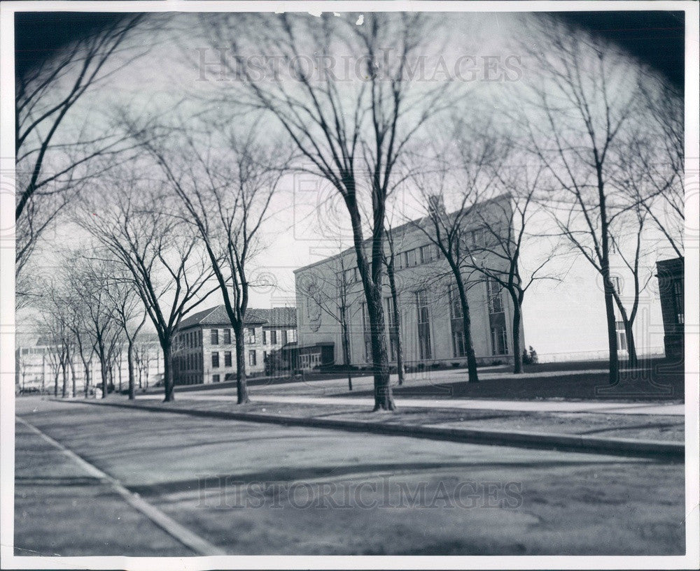 1965 Michigan, University of Detroit Campus Press Photo - Historic Images