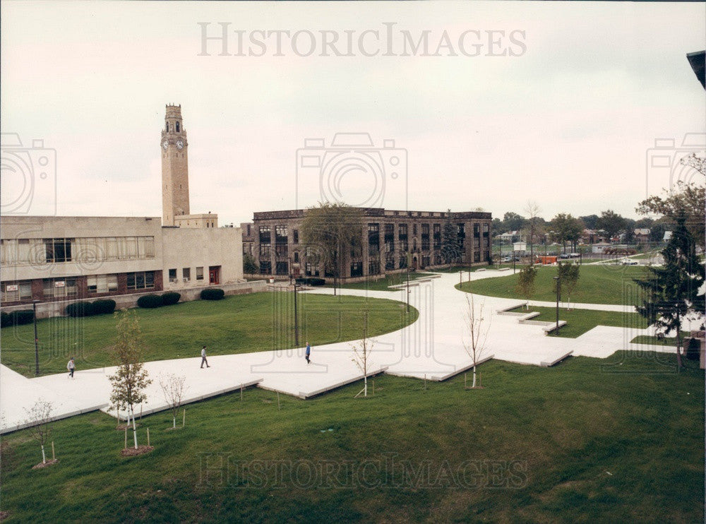 1986 Michigan, Univ of Detroit McNichols Campus Pedestrian Mall Press Photo - Historic Images