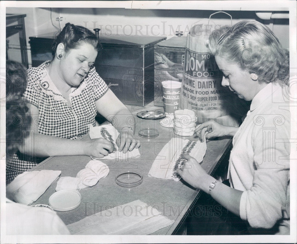 1955 Flint, MI Hurley Hosp Workers Prepare Needles For Sterilization Press Photo - Historic Images