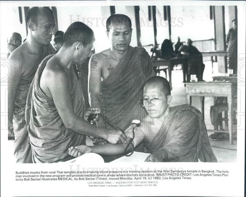 1982 Thailand Buddhist Monks Receive Medical Training Press Photo - Historic Images