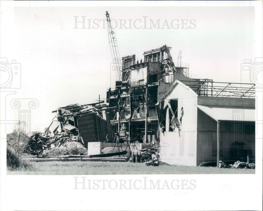 1992 Tarpon Springs, Florida Stauffer Chemical Plant Demolition Press Photo - Historic Images