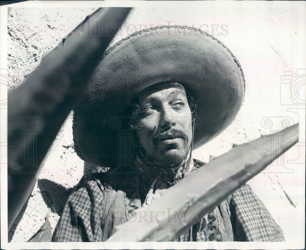 1939 Actor Cesar Romero in Film The Return of the Cisco Kid Press Photo - Historic Images