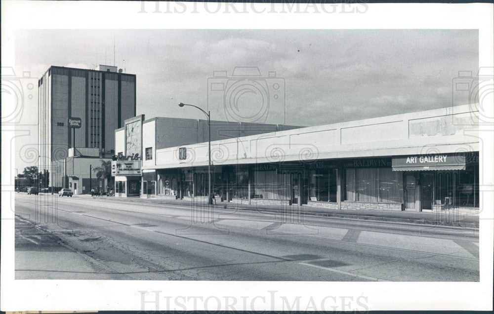 1982 Clearwater, Florida Carib Theater & Strip Mall, Barnett Bank Press Photo - Historic Images