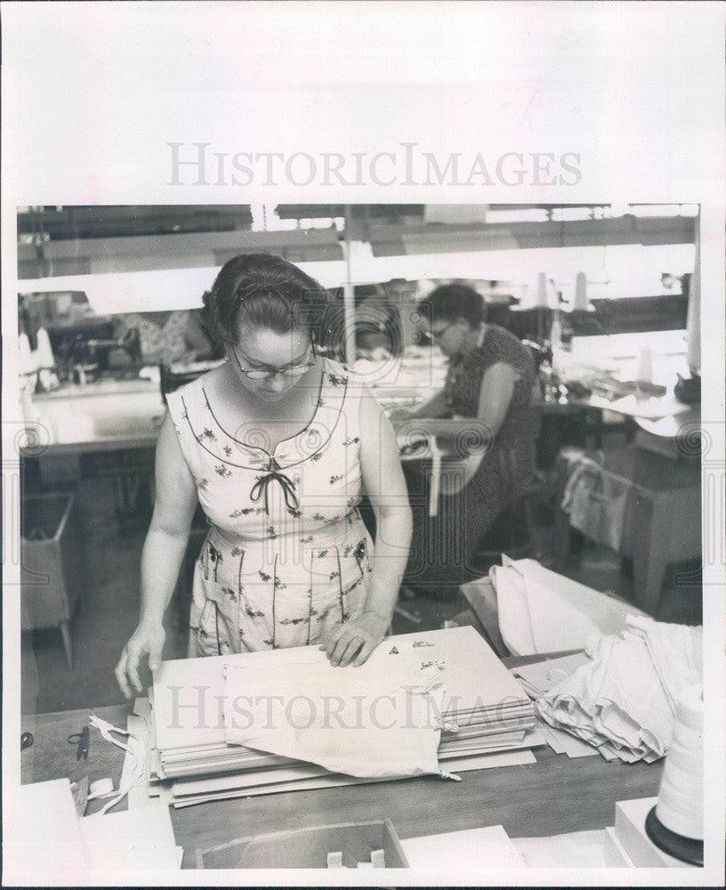 1957 St Petersburg, Florida Barcley Corset Co Final Inspection Press Photo - Historic Images