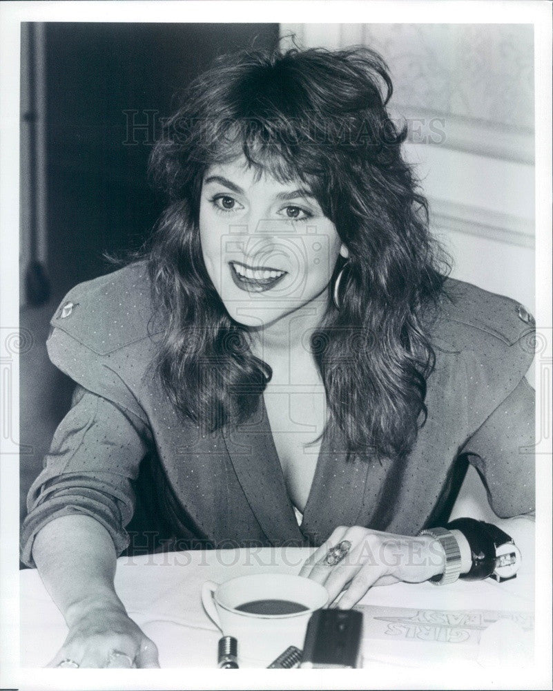 1989 American Actress/Comedian/Writer/Singer Julie Brown Press Photo - Historic Images