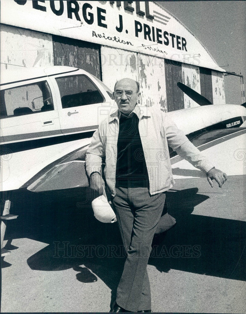 1977 Wheeling, Illinois Palwaukee Airport Owner George Priester Press Photo - Historic Images