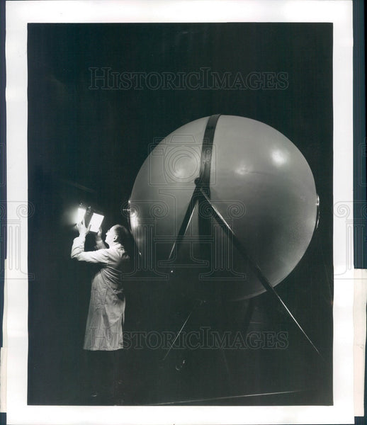 1951 Ann Arbor, MI Univ of Michigan Illumination Lab Light Sphere Press Photo - Historic Images