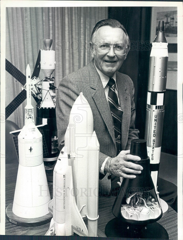 1982 Houston, Texas Johnson Space Center Dir Dr Christopher Kraft Jr Press Photo - Historic Images