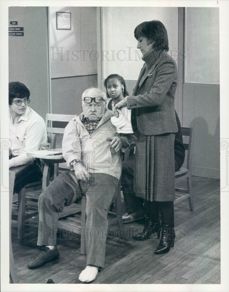 1982 Actors Mickey Rooney & Olympia Duckakis TV Show One of the Boys Press Photo - Historic Images