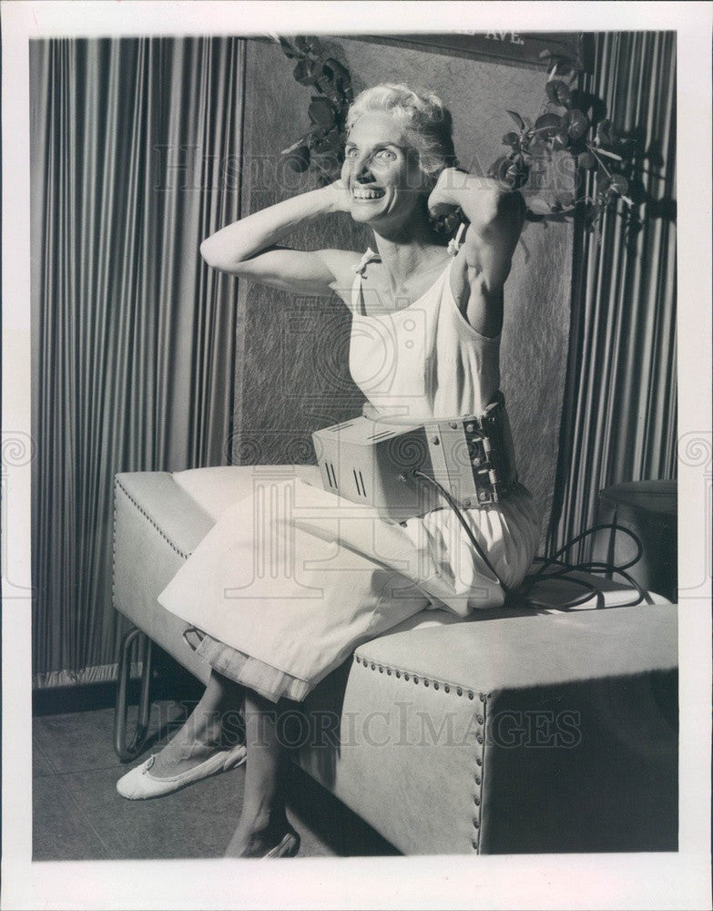 1958 St Petersburg, Florida Slenderizing Belt & Model Millie Green Press Photo - Historic Images