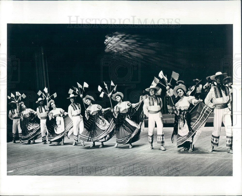 1971 Ballet Folklorico of Mexico Performers Press Photo - Historic Images