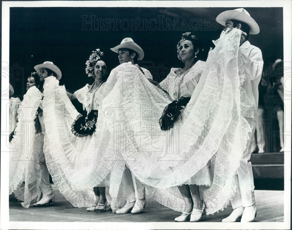 1975 Fiesta Folklorico Mexican Folk Dance Performers Press Photo - Historic Images