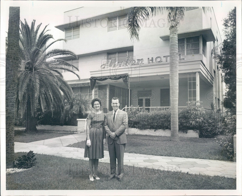 1965 St Petersburg, FL Avalon Hotel & Owners Mr/Mrs Bruce Gunter Press Photo - Historic Images