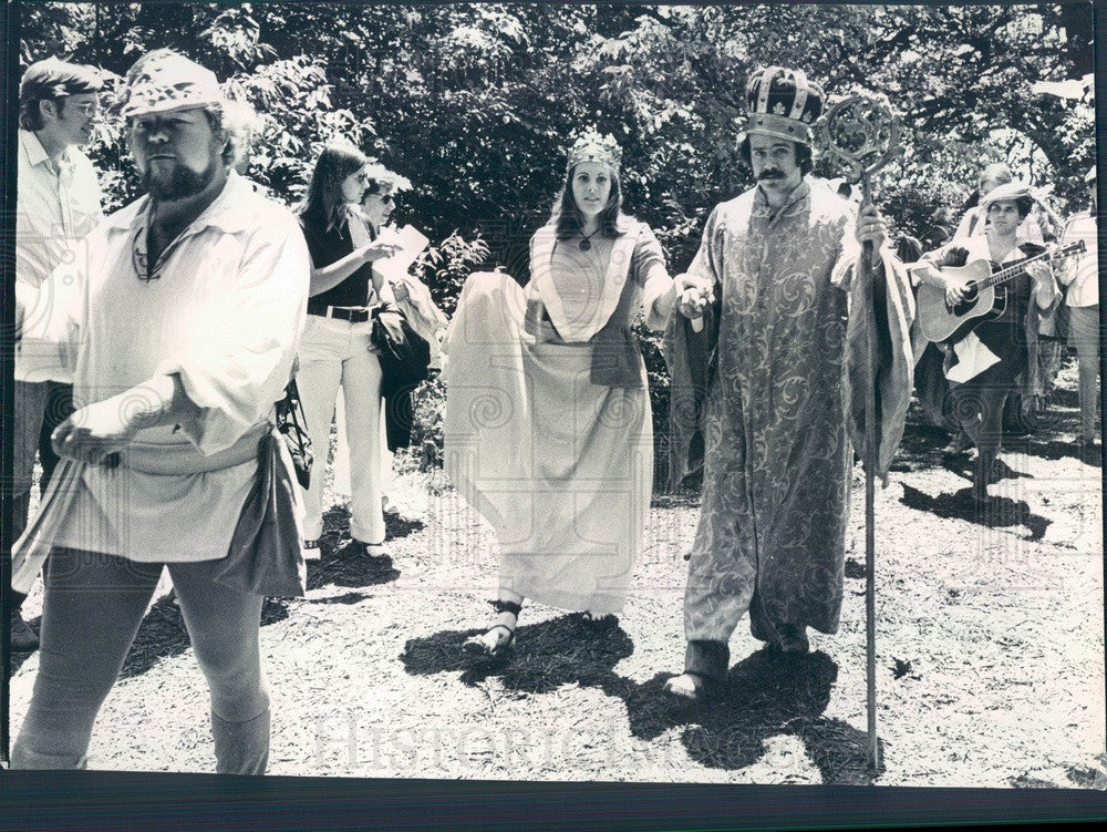 1973 Gurnee, Illinois Renaissance Faire, King Dick Schapiro, Queen Press Photo - Historic Images