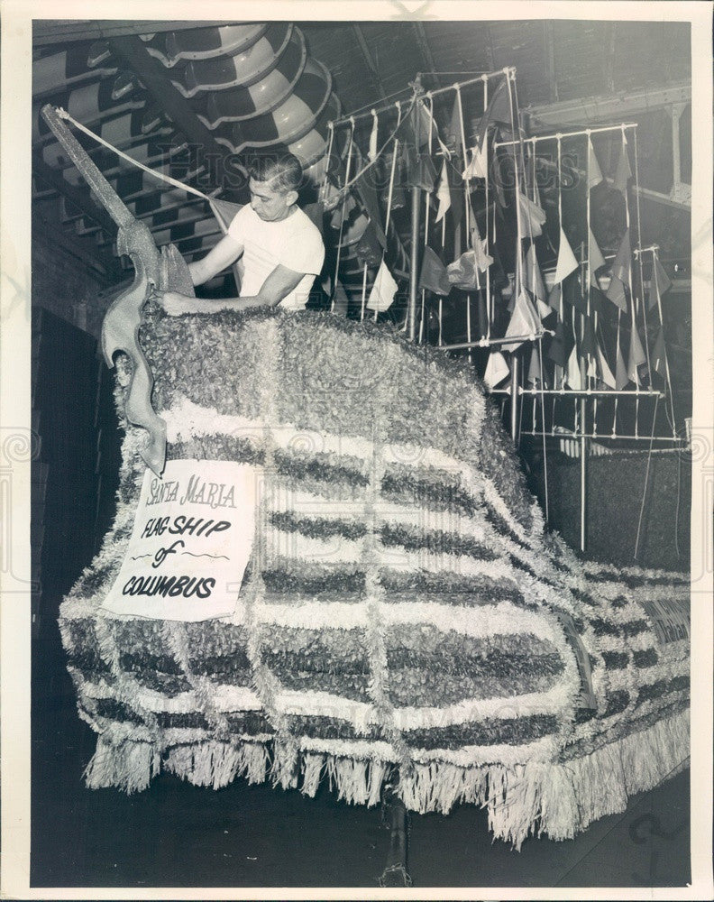 1963 Chicago, Illinois Columbus Day Float, Associated Enterprises Press Photo - Historic Images