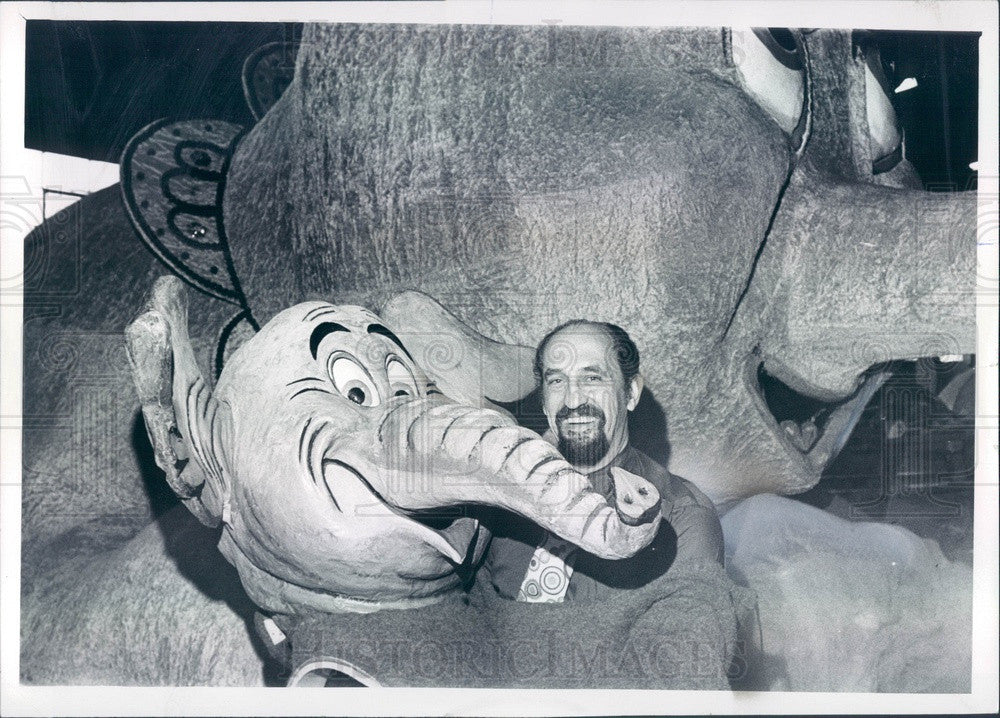 1972 Detroit, Michigan JL Hudson Co Parade Float Elephant, Bob Young Press Photo - Historic Images