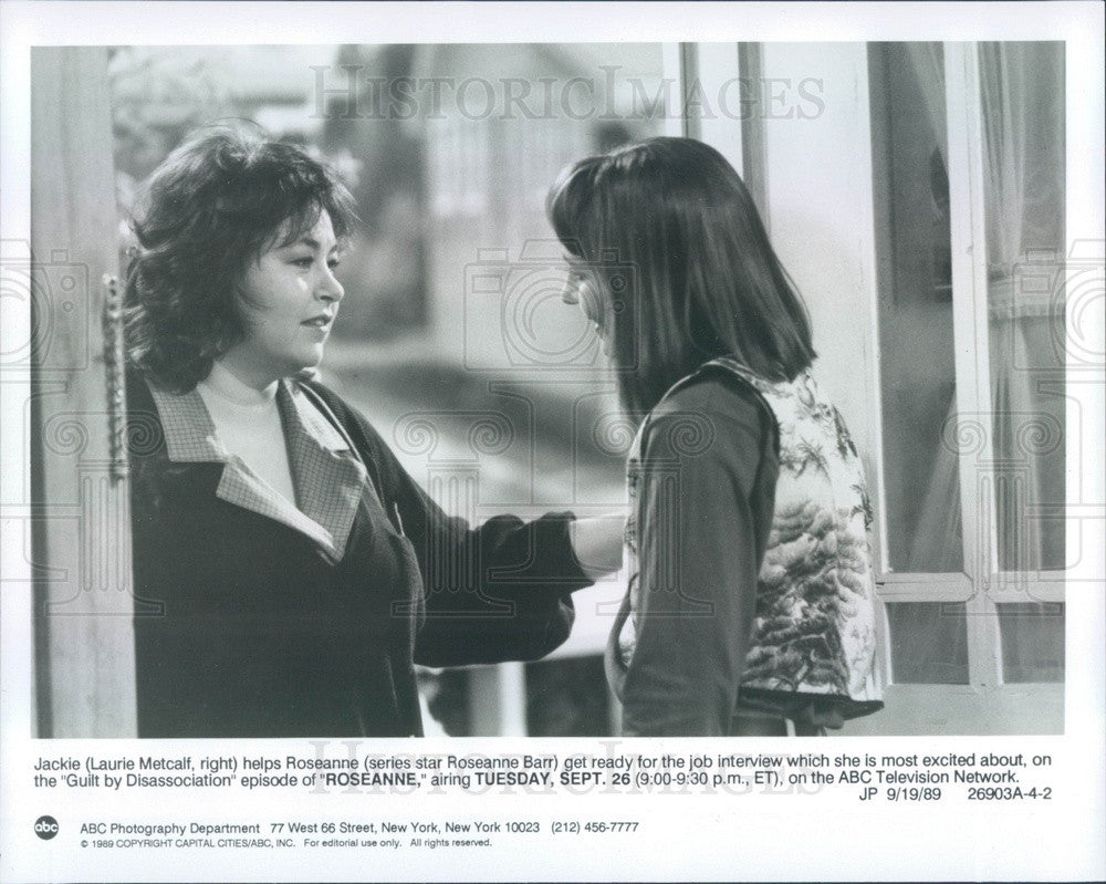 1989 Hollywood Actor Laurie Metcalf & Roseanne Barr TV Show Roseanne Press Photo - Historic Images