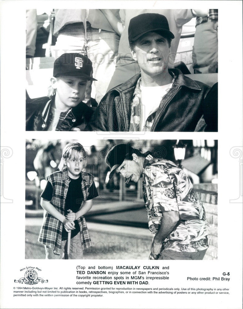 1994 Actors Macaulay Culkin & Ted Danson in Getting Even With Dad Press Photo - Historic Images