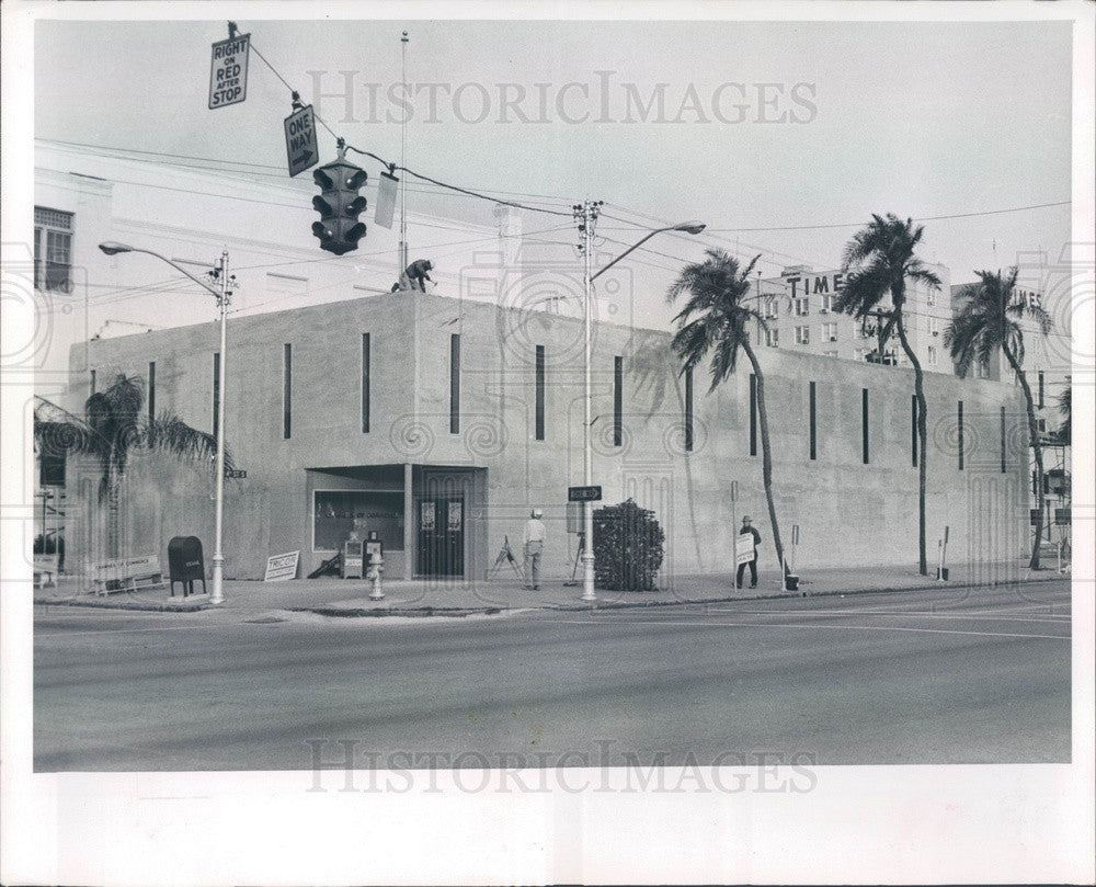 1965 St Petersburg, Florida Chamber of Commerce Building & Picketer Press Photo - Historic Images
