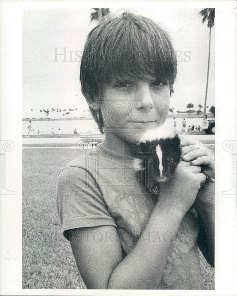 1986 Pinellas County, Florida Corey DiTinno & Pet Skunk Oreo Press Photo - Historic Images