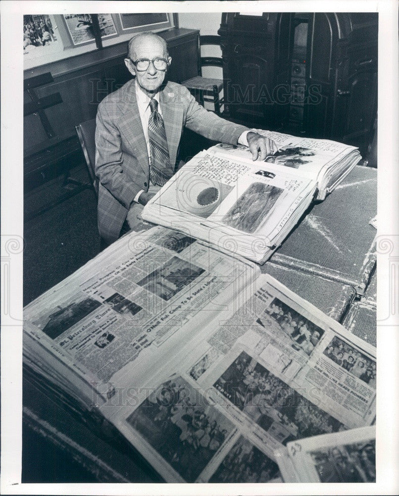 1981 St. Petersburg, Florida Historian Luther Atkins & Scrapbooks Press Photo - Historic Images