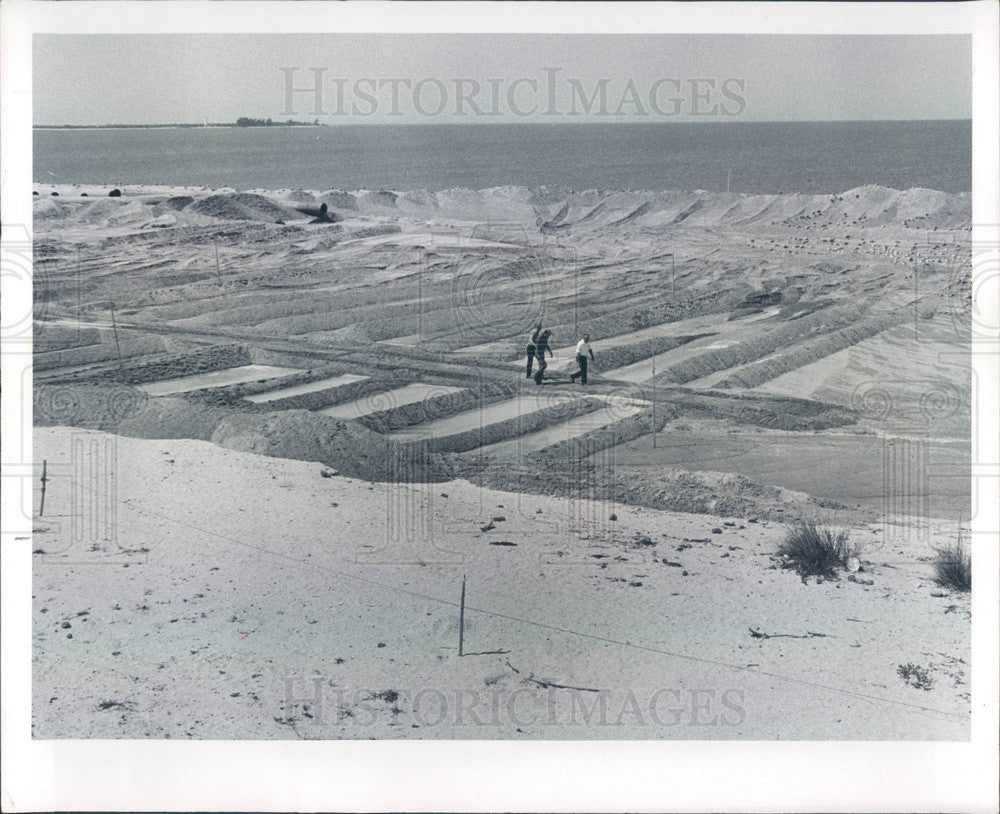 1977 Pinellas County, Florida Fort De Soto Park Beach Dredging Press Photo - Historic Images