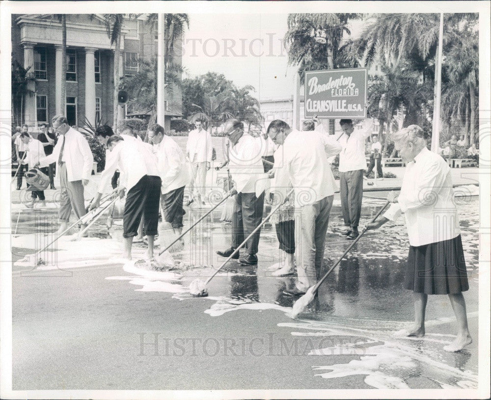 1962 Bradenton, Florida Clean-Up Week Kickoff, Downtown Businessmen Press Photo - Historic Images
