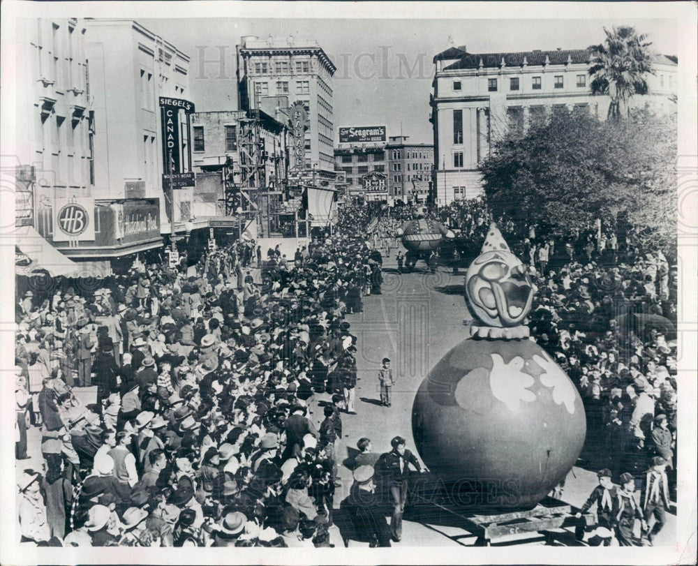1965 Denver, Colorado Santa Claus Parade, Clown Balloon Press Photo - Historic Images