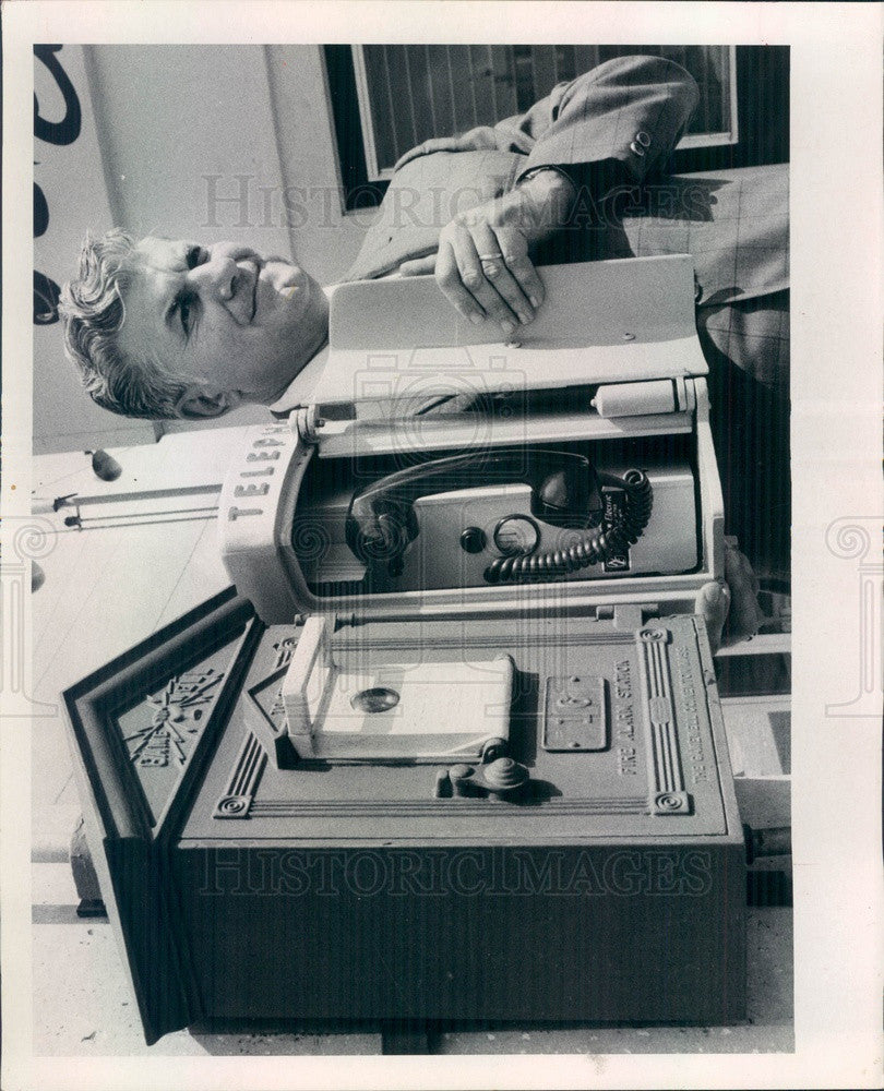 1971 St Petersburg, FL Old Fire Alarm Box & New Hotline Phone Device Press Photo - Historic Images
