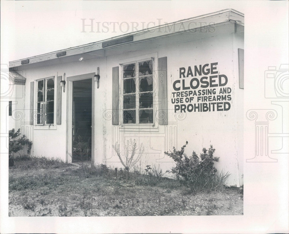 1966 St Petersburg Beach, FL Police, Old Pistol Club Building Press Photo - Historic Images