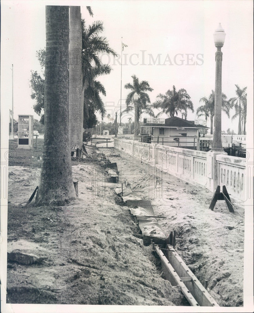 1964 Bradenton, Florida Memorial Pier New Sidewalk Installation Press Photo - Historic Images