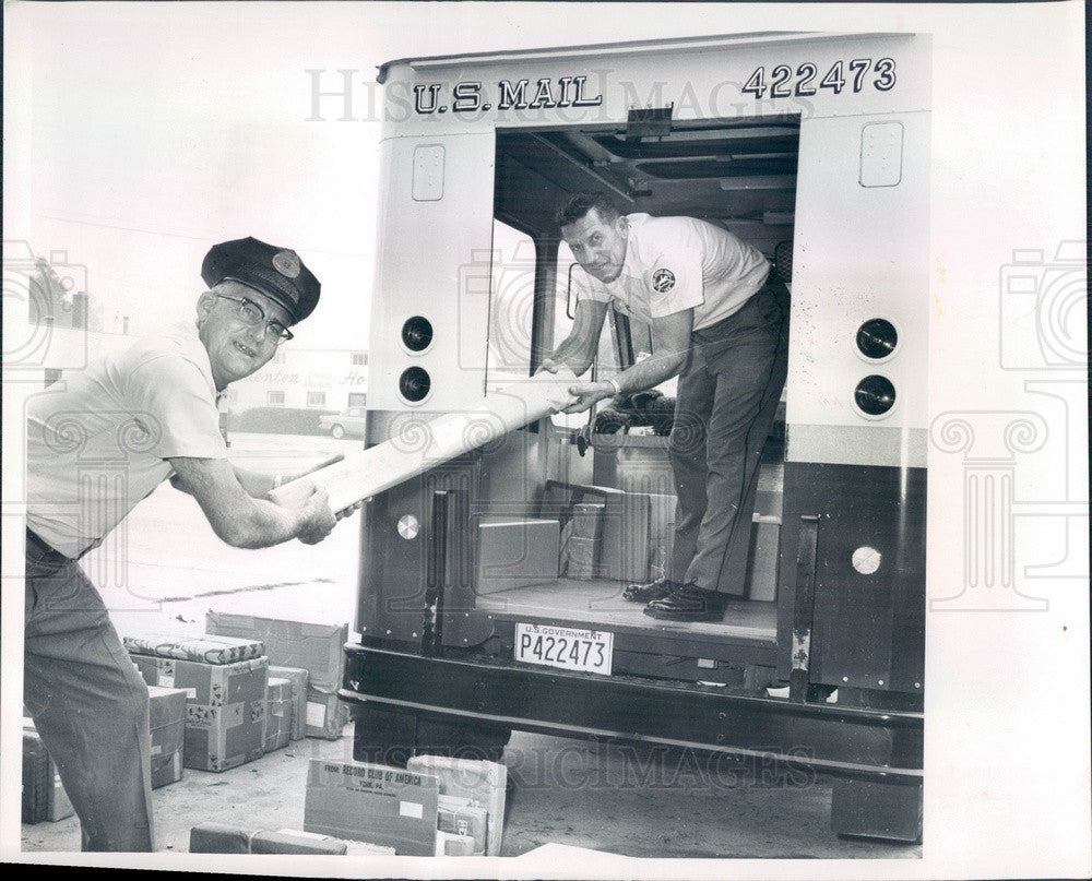 1965 Bradenton, Florida Employees Loading Post Office Truck Press Photo - Historic Images