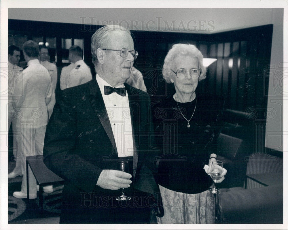 1992 Nobel Laureate Tom Weller & Wife Kay Press Photo - Historic Images