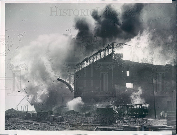 1939 Chicago, Illinois Calumet Grain Elevators Fire Press Photo - Historic Images